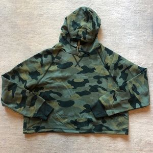 Cropped camouflage green hoodie